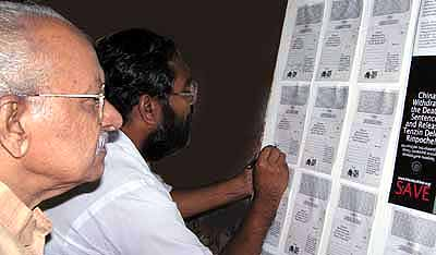 Yesudasan and Dr KS Radhakrishnan (Vice Chancellor, Kalady Sanskrit University) sign a protest card during an event organised by Friends of Tibet on November 20, 2004.
