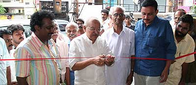 Cartoonist Yesudasan inaugurating the cartoonist Sivaram memorial cartoon exibition at the Ernakulam Press Club on September 07, 2007. Cartoonist Dinraj, Badusha, Sudheernath, Seeri, John Kakkanad, Papachan, Sukumar, Antony (Press Club President) Aravindan and Anilkumar also seen.