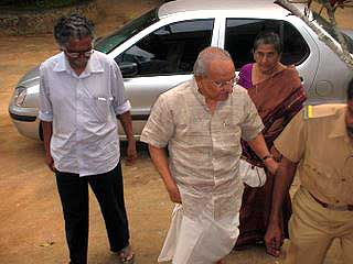 Yesudasan and his wife Smt Mercy being welcomed by Cartoonist Shri PV Krishnan during the Cartoon Camp at Thekkady, Kerala on December 17, 2007.